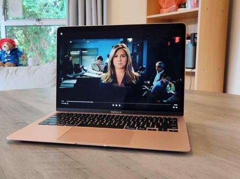新MacBookAir的缺点出现!风扇吵和散热不佳温度高达100摄氏度