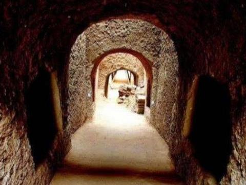 唐朝皇室墓葬被发现,墓室一角有精美壁画,专家看完脸红了