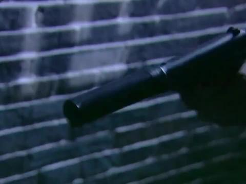 硬汉抓捕鬼子间谍,哪料硬汉搜身时摸了不该摸的,这下有好戏看了