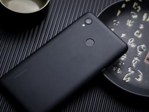 彩色电子水墨屏畅读更出色 海信彩墨屏阅读手机A5 Pro CC版图赏
