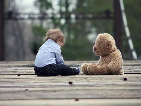 父母的不满意和严厉,看似是对孩子的爱,用不好会让成长中毒