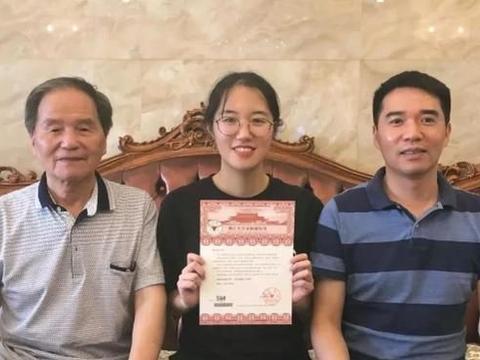 一家三代就读于浙江大学,她和爸爸、爷爷成了隔代校友