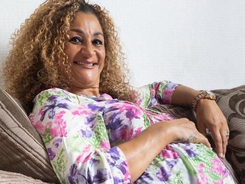 50岁女子当上奶奶不满足,通过试管怀上四胞胎,被迫和老公分居