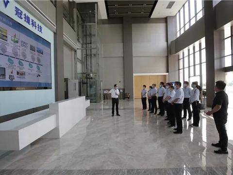 咸阳市高新一中全体校委会成员参观冠捷显示科技(咸阳)有限公司