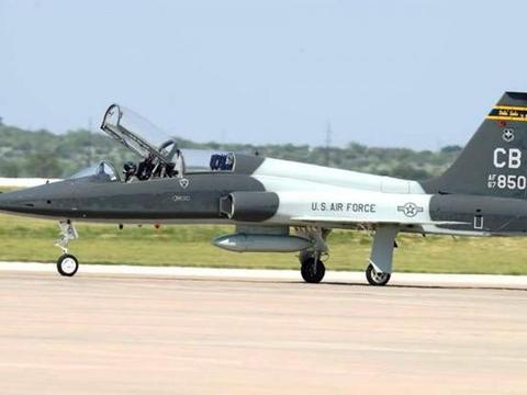 美军基地上空惊现无人机,美军紧急暂停所有飞行,敌人来自内部?