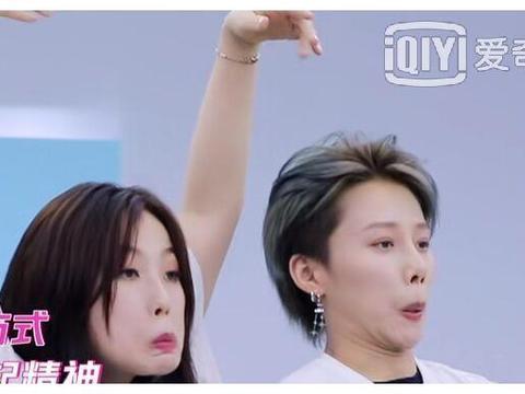 """青春有你2:刘雨昕新晋成为""""捕虞达人"""",两人互动太搞笑"""