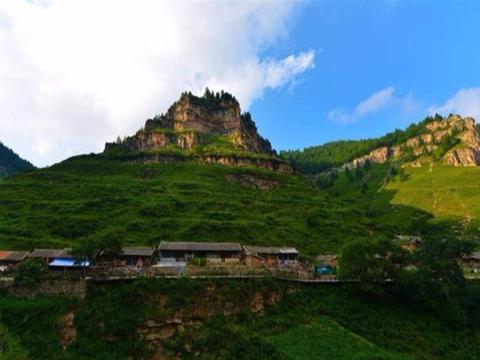 建在悬崖上的村庄,长期不为外界所知,驴友探险偶然发现天上人间