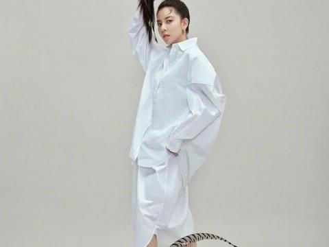 宋妍霏太抢镜了,孔雀羽毛+蝴蝶造型尽显原生态韵味,甜酷风浓烈