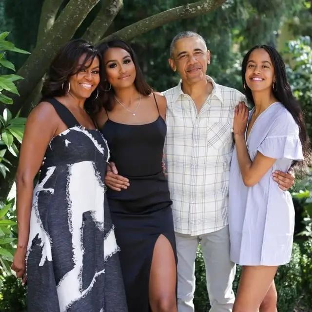21岁大女儿虽是老烟枪,却是奥巴马的主心骨,老爸当总统她帮大忙
