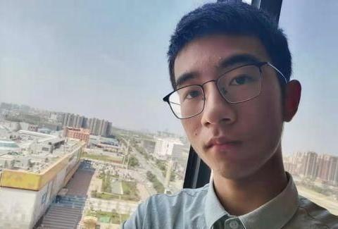 他是江西高考状元,选择进北大元培学院就读,受邀参观华为总部