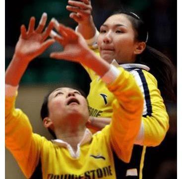 她是天津女排的功勋二传,因理念不合远赴海外执教,现成知名教练