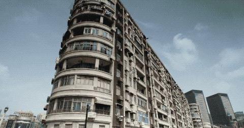 亚洲第一公寓,对着上海夜景和明式家具泡澡
