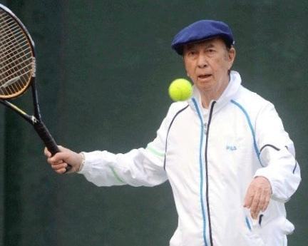 何鸿燊的体育情缘:曾获桌球冠军,夺网球七连冠,当奥运火炬手