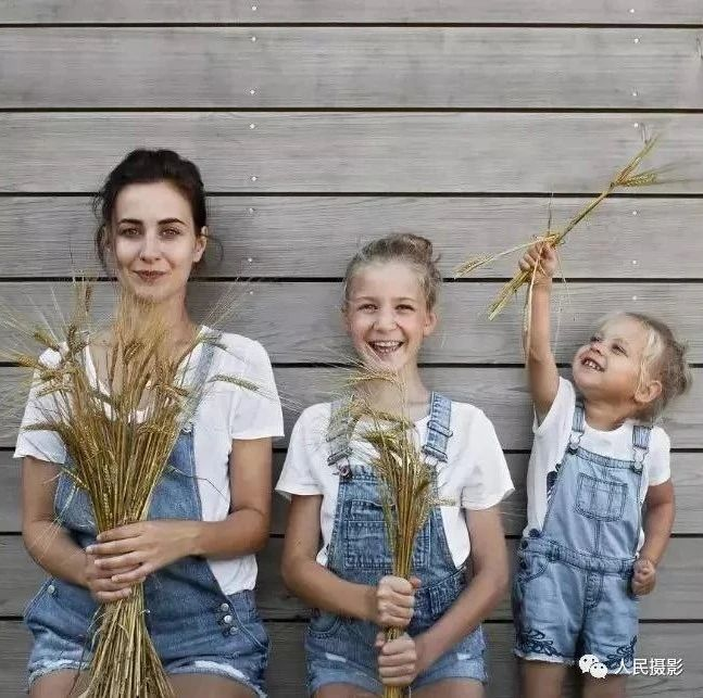 母女三人同框照片爆红|儿童节你确定不拍一套?