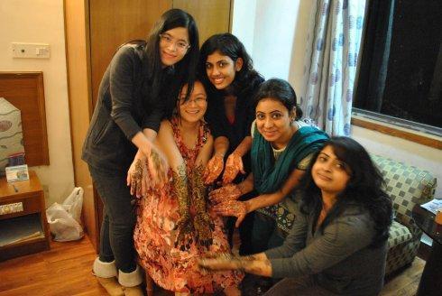 印度女留学生为何来中国后,不愿再回国?直言:印度和中国比不了