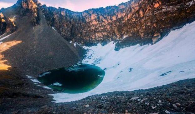 海拔5000米的高原湖泊内藏有500具骸骨,尸体死因让人费解