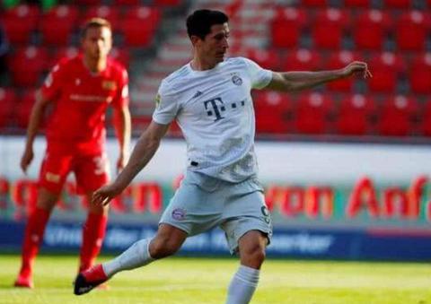 德甲黑马球队逆袭失败!0-2被双杀,拜仁轻松拿下