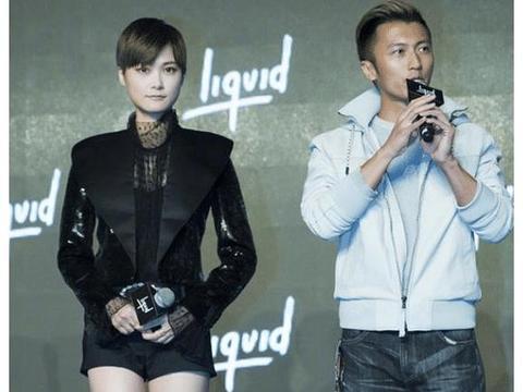 """李宇春再穿""""三分裤""""!当她上台那刻,身旁的谢霆锋都笑了"""