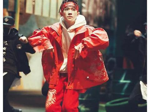 这是特定的领舞年龄?张艺兴29岁,王嘉尔26岁,最后一个刚成年!