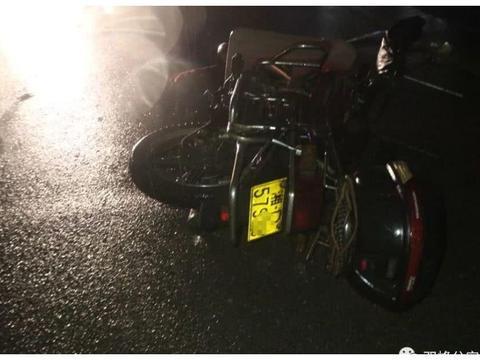 双峰这里摩托车与小车相撞,未戴头盔至今昏迷