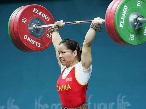 最传奇的举重奥运冠军!三度退役三度复出