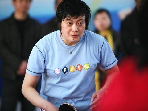 亚特兰大奥运会,邓亚萍对阵陈静时坐在教练席的为什么不是主教练