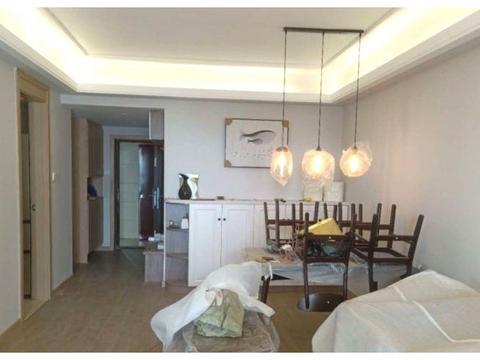 晒晒硬装12万的新房,78㎡两室两厅,旧家具先入户就特别温馨