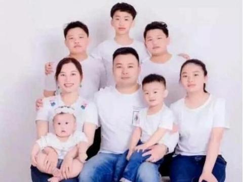 """""""不能浪费丈夫好基因"""",34岁宝妈生下7个娃,网友:家里有矿啊"""