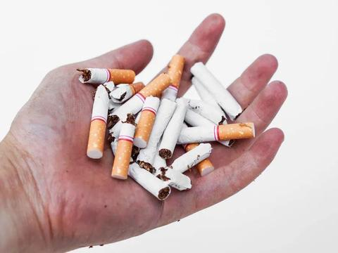 56岁男子,戒烟一年后,查出肺癌,身体出现5个异常,及时查肺