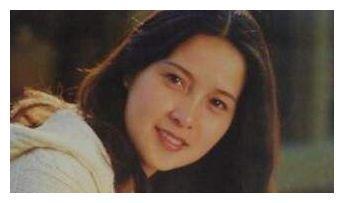 李小璐的母亲:从电影明星到跨国企业女总裁,她活成了女儿的反面