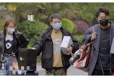 吴昕做客广播小站,镜头拍到谢娜的反应,两人关系亲疏一看便知