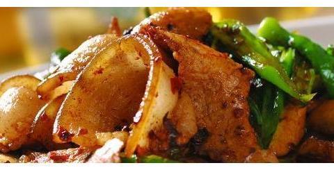 如何做出一盘咸香红亮的回锅肉?掌握这些技巧,几下就能完成美食