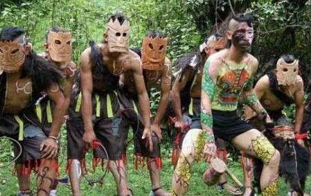 """世界上唯一的""""哑巴族"""",靠手语交流,吃毒蛇生存!"""