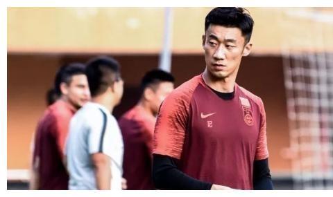 179天内,32岁前国脚连续两次场外犯错,球迷:这就是国足球员!