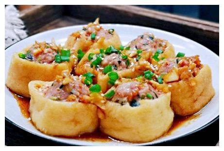 油豆腐用此做法,比纯肉馅的还好吃,香软多汁还不腻,一盘不够吃