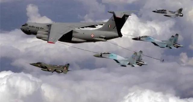 印度飞行员误操作,50枚火箭弹射向自家机场,40名战友当场牺牲