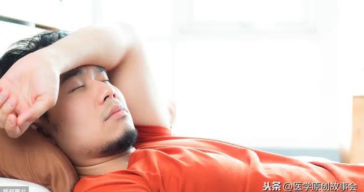 寿命短的男人,睡觉时常有五个表现,若你五个都有,提示该检查了