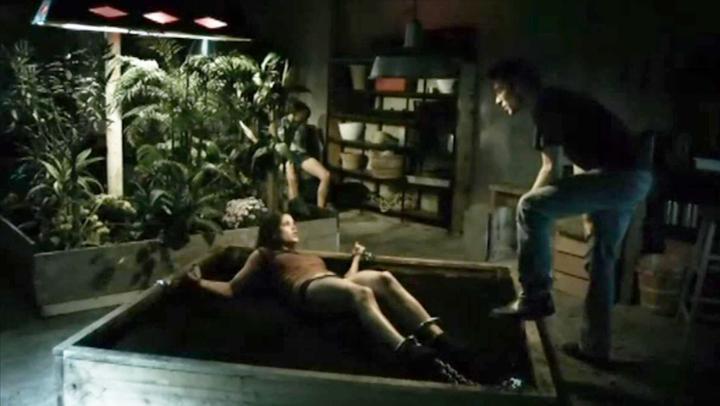 恐怖片:男子为了妻妾成群,专抓美貌女子种花盆里,让她开花结果