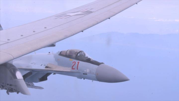苏35与美军P-8A上演拼刺刀,场面惊险,这次俄军给全球做了个榜样