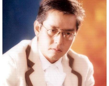 """1996年,朱咏婷""""偷偷""""为谭咏麟生下的私生子,如今已为父争光"""