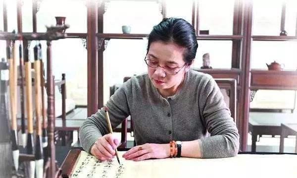 书法名家孙晓云,小字楷书写《中庸》,这水平,可不是吹出来的