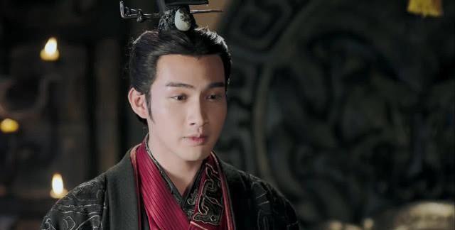 秦始皇为何穿黑色龙袍?后世皇帝龙袍多改成黄色