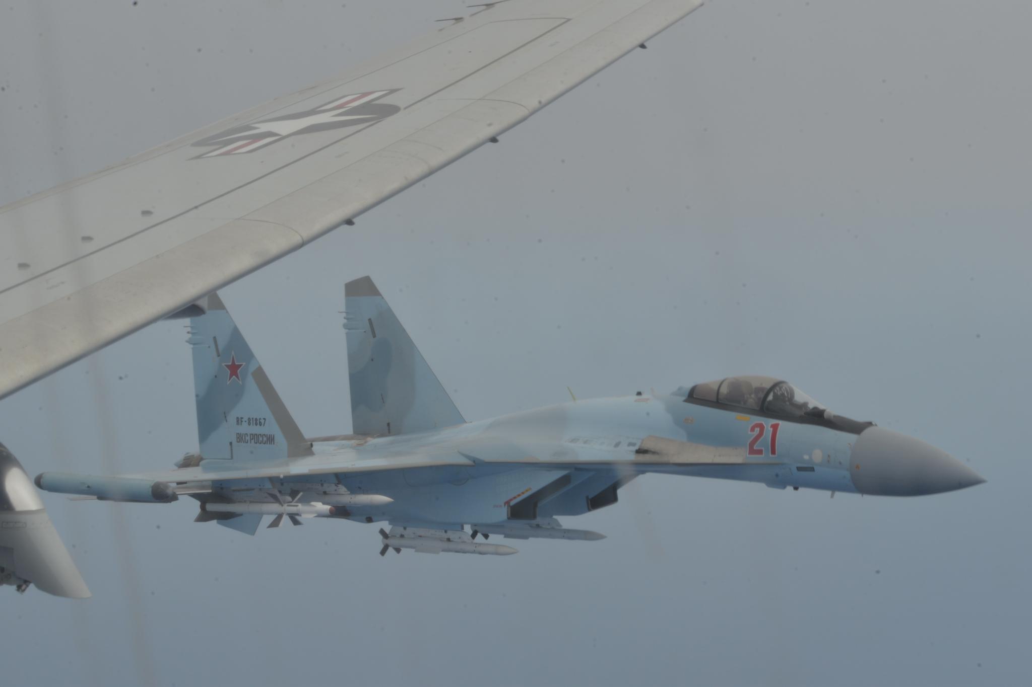 美国强烈抗议!俄军苏35包围P8巡逻机,差点上演地中海手术刀