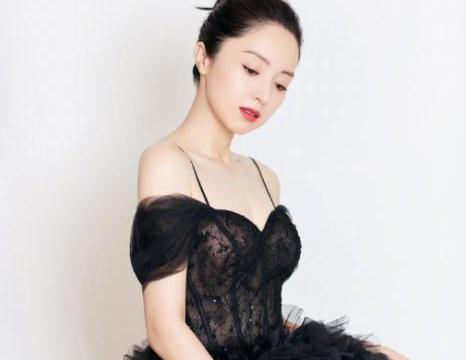 董璇晒女儿近照,穿小花裙笑容满面,网友:是高云翔拍的?