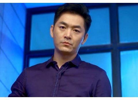 他本是陆毅的同学,出道多年却始终不火,娶女强人成为人生赢家