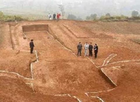 陕西岐山发现西周大墓,墓中竟出土对讲机和手电筒