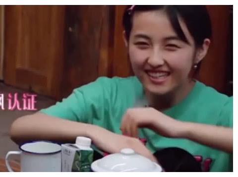 """《向往》中张子枫被称为""""奶枫"""",了解原因后,网友路转粉"""