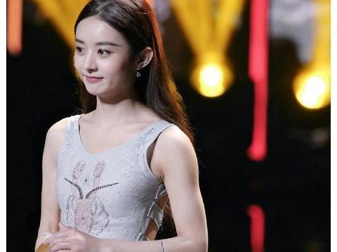 赵丽颖结婚前才大胆,看到她领奖时穿的裙子,惊艳了