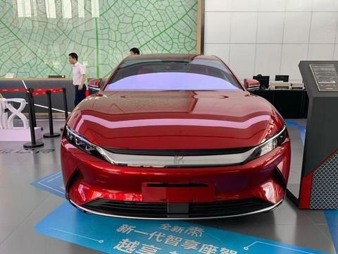 比亚迪汉EV实拍,外观时尚、动感,零百加速3.9S,预计6月上市