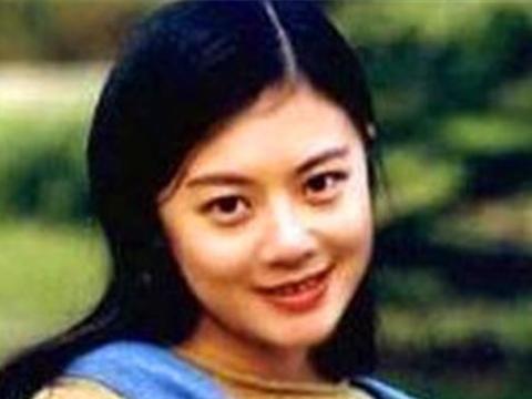 原央视女主持人姜丰:21岁保送复旦,国外深造时嫁高管